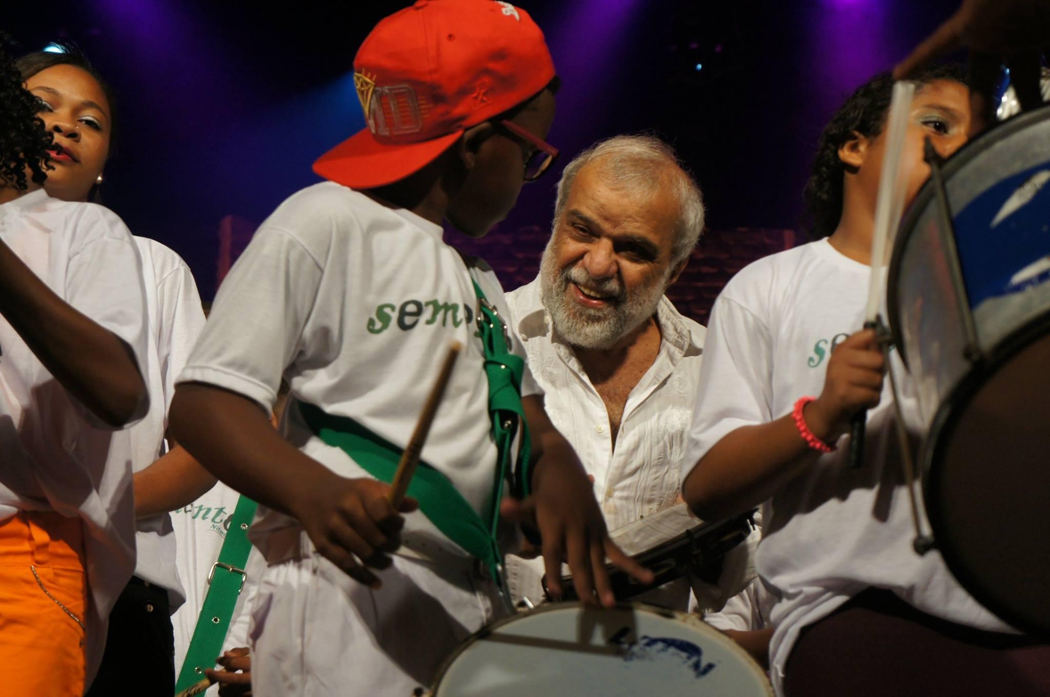 Caio Alexandre Gonze, o Caio do Repique, toca para Chico Batera