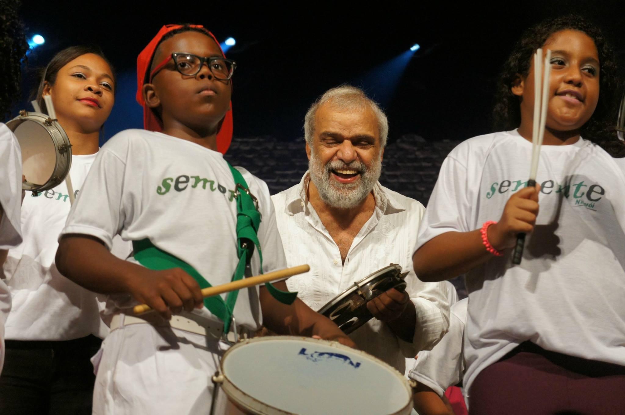 Caio do Repique leva a música à sério, e nunca sorri no palco Foto: Bernardo Costa / coisasdamusica